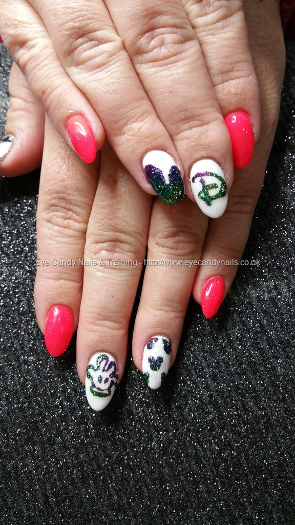 Social Build - Disney Freehand Nail Art Mickey Mouse Ears And Mickey ...